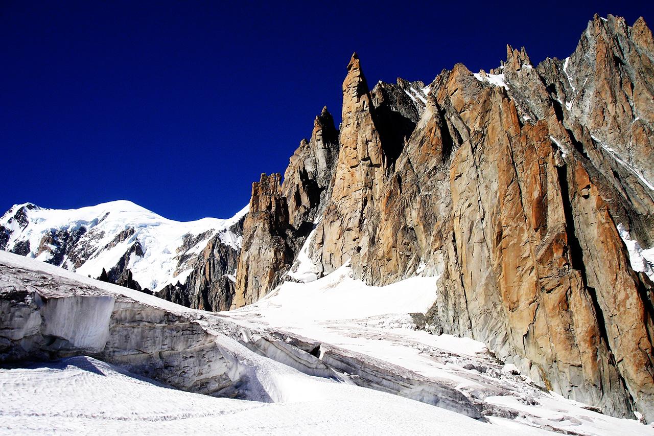 Traversata da punta helbronner all 39 aiguille du mid wild for Vista sulla valle cabine colline hocking